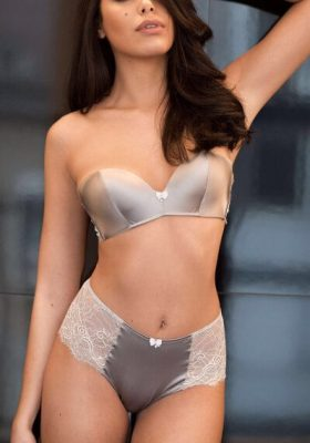 Bisexual French escort
